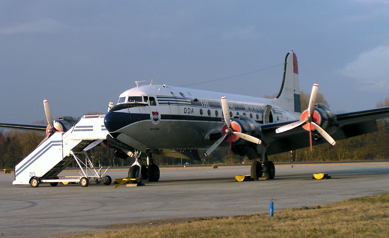 Douglas_DC_4_Flying_Dutchman-20100628.jpg