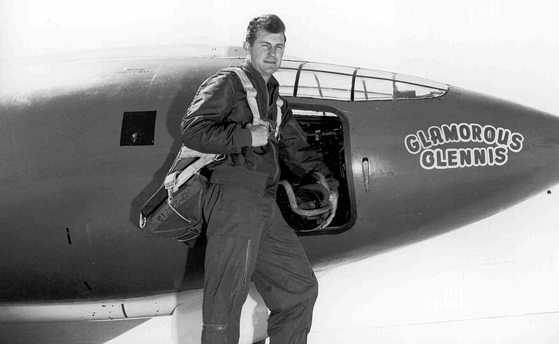800px-Chuck_Yeager.jpg
